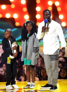 Kevin hart shares special moment with his kids on stage.
